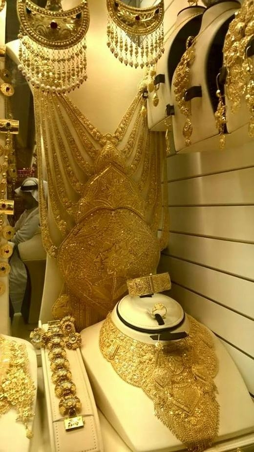 """Độ xa hoa không tưởng khi """"đột nhập"""" tiệm vàng ở Dubai"""