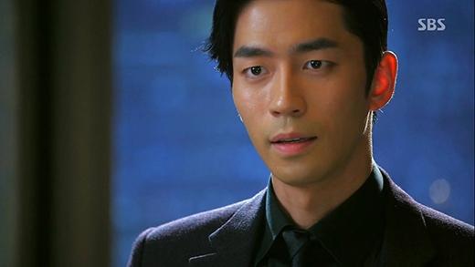 Nam diễn viên chuyên trị vai ác Shin Sung Rok cũng đã từng là một cầu thủ bóng rổ, nhưng sau một tai nạn khá nghiêm trọng, anh đã phải từ bỏ ước mơ thành tuyển thủ chuyên nghiệp.