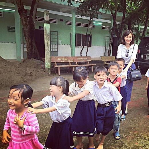 Hoa hậu Đặng Thu Thảo trẻ trung với mái tóc ngắn. Người đẹp chưa bao giờ khiến công chúng thất vọng bởi gu thời trang thanh lịch.