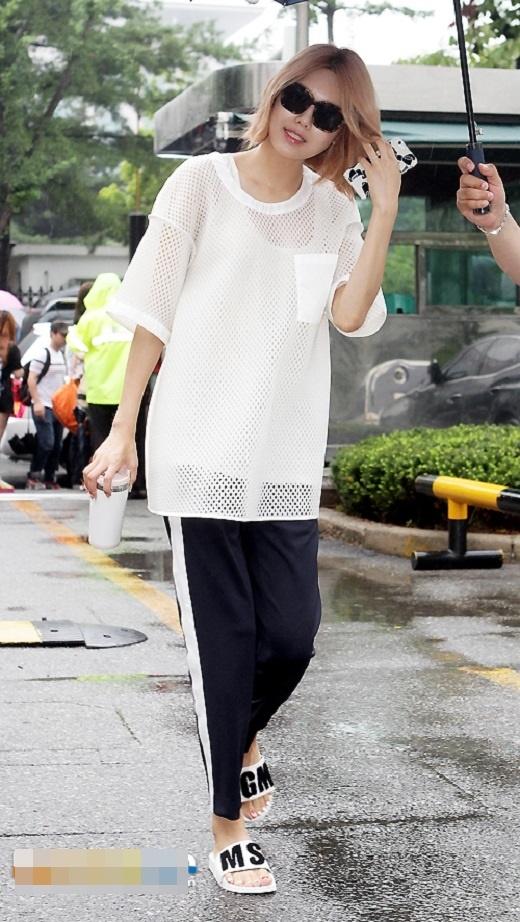 Cô nàng Sooyoungxì-tin với bộ trang phục hấp dẫn không đụng hàng.