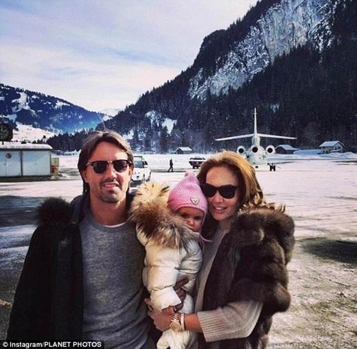 Một tháng sau, Sophia lại tiếp tục bay đếnGstaad, Thụy Sĩcùng cha mẹ của mình.