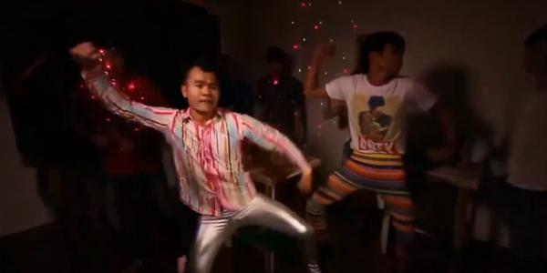 Những vũ điệu đơn giản đầy sức công phá của giới trẻ