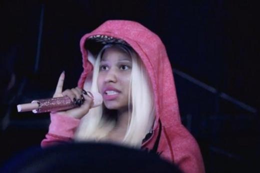 Cô nàng rapper Nicki Minaj trông không khác thường ngày là mấy.