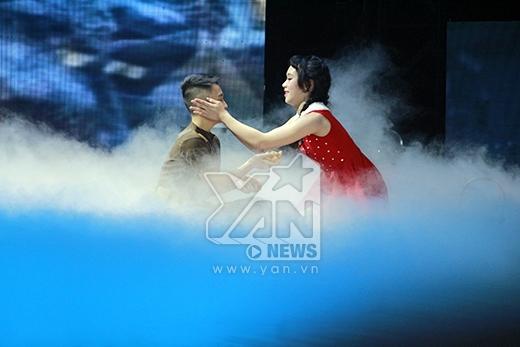 Minh Hằng và Phan Hiển quyết định chọn cả hai thí sinh vì bài nhảy khá đồng đều và hoàn hảo. - Tin sao Viet - Tin tuc sao Viet - Scandal sao Viet - Tin tuc cua Sao - Tin cua Sao