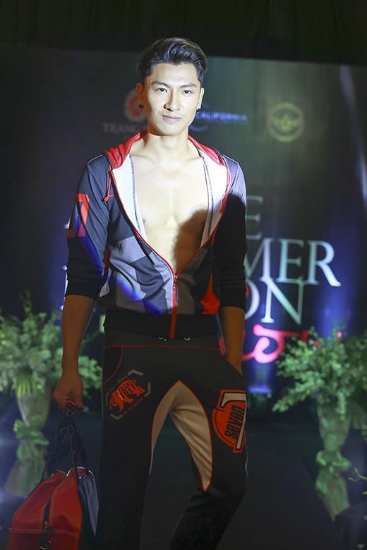 Ngưởi mẫu Trần Trung - chàng trai đang gây sốt cộng đồng mạng bởi chuyện tình như cổ tích với cô nàng cao chỉ 1m55 - cũng xuất hiện trong sự kiện. Sau khi bước ra từ Vietnam's Next Top Model 2013, chàng trai này cũng chọn miền Bắc làm thị trường để phát triển.