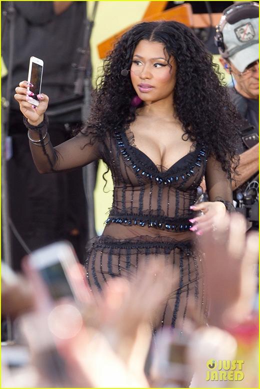 Taylor Swift bất ngờ gọi điện xin lỗi Nicki Minaj