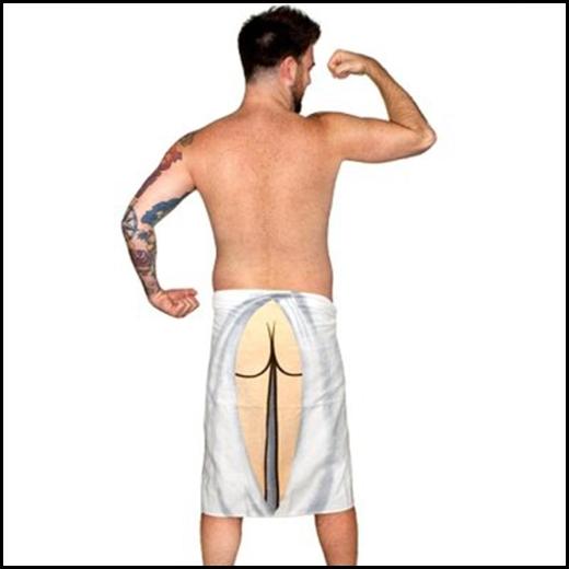 Chiếc khăn tắm khoe mông sẽ làm người đối diện hoảng hốt.