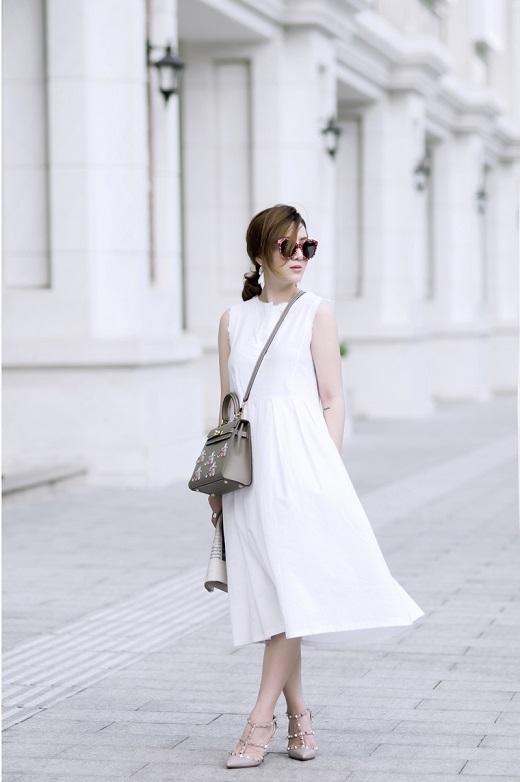 Cô nàng Yến Nhi thanh lịch với bộ cánh trắng hết sức trendy.