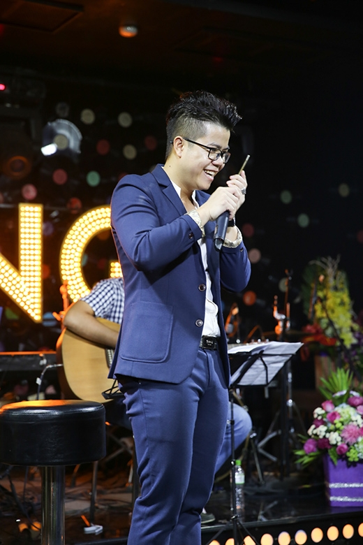 Đinh Mạnh Ninh cười hết cỡ trong tiệc sinh nhật đặc biệt - Tin sao Viet - Tin tuc sao Viet - Scandal sao Viet - Tin tuc cua Sao - Tin cua Sao