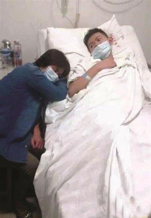Cư Thành những ngày nằm điều trị bệnh tại bệnh viện.