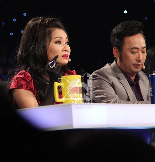 Trong khi đó, Thu Minh một lần nữa khiến các fan của Trọng Hiếu nức mũi khi cho rằng anh chàng xứng đáng là một ngôi sao giải trí hàng đầu showbiz vì với xuất thân là một vũ công mà anh chàng có thể hát một cách cảm xúc và tốt như vậy.