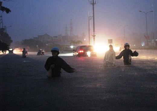 Đến tối ngày 26/7, các tuyến đường tại Quảng Ninh đã biến thành sông.