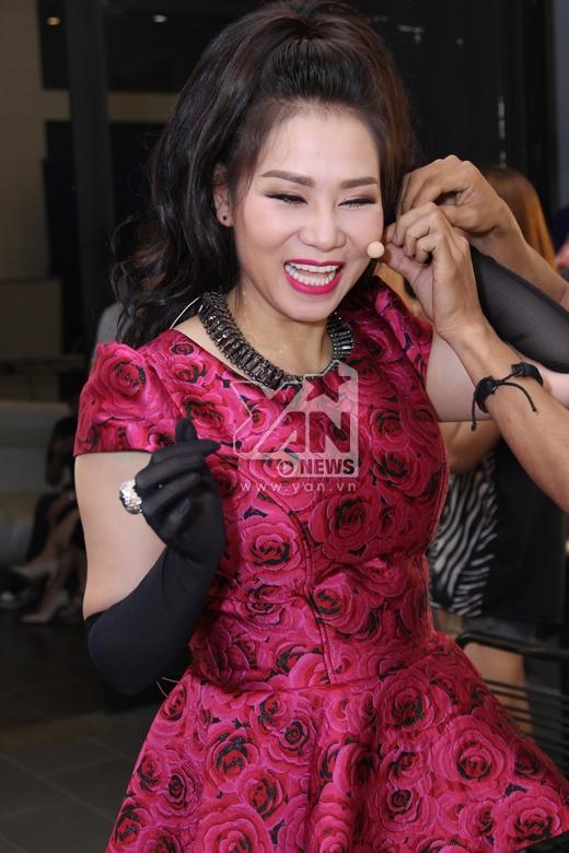 Thu Minh lễ phép, lịch sự chào hỏi đàn chị Thanh Lam - Tin sao Viet - Tin tuc sao Viet - Scandal sao Viet - Tin tuc cua Sao - Tin cua Sao