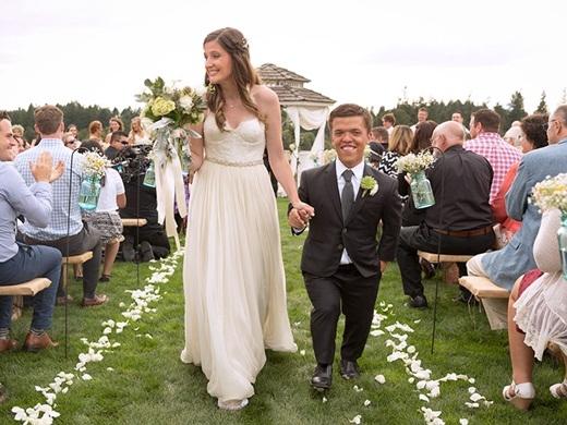 Hôn lễ lãng mạn của chú rể tí hon với cô dâu xinh đẹp