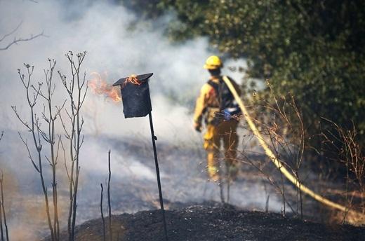 Trận hỏa hoạn lớn gần thung lũng Napa, California đã lan rộng 3.000 héc ta. Hơn 1.300 nhân viên cứu hỏa đã được huy động để khống chế đám cháy và sơ tản người dân gần đó.