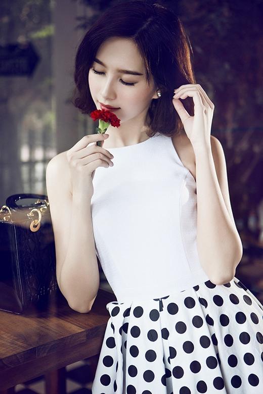 Cận cảnh gương mặt thanh tú cùng nhan sắc ngày càng mặn mà của Hoa hậu Việt Nam 2012.