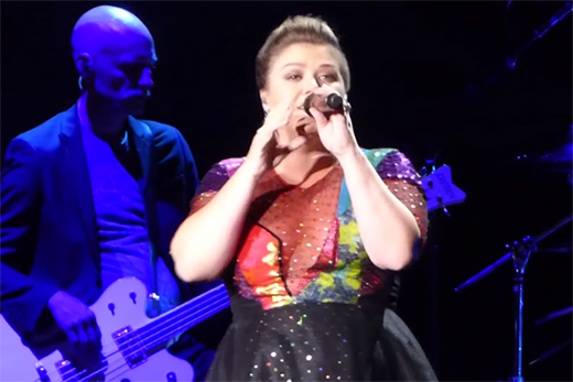 Kelly Clarkson thay áo mới cho bài hit của Taylor Swift