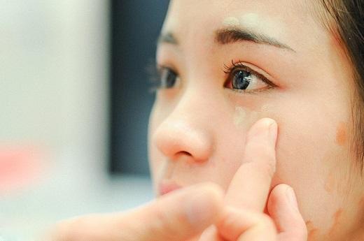 Trang điểm phần mắt vô cùng quan trọng vì đôi mắt chính là cửa sổ tâm hồn của mỗi người.
