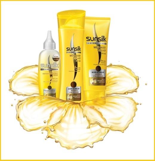 Sunsilk Mềm Mượt Diệu Kỳ là giải pháp hoàn hảo để bạn nuôi dưỡng cả những phần tóc thô ráp nhất, mang lại mái tóc mềm mượt trong mọi hoàn cảnh.