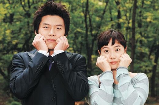 Đến bây giờ không ai có thể quên được câu chuyện tình yêu giả nhưng thành sự thật của Kim Sun Ah và Hyun Bin trong bộ phim My Lovely Sam Soon (2005)..