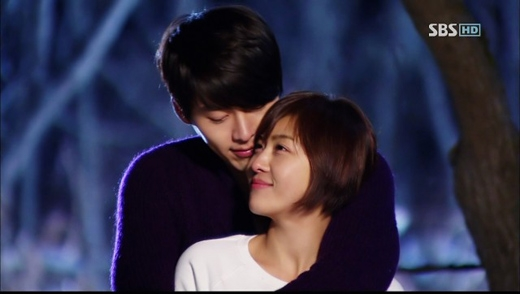Mối tình giữa cô nàng đáng yêu Ha Ji Won và tổng giám đốc hơi... lập dị Hyun Bin vừa làm khán giả cười và đồng thời lấy đi không ít nước mắt trong bộ phim Secret Garden (2010).