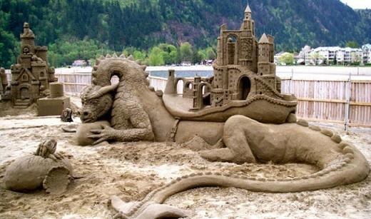 Lâu đài này là tác phẩm của Walter McDonald và William Lloyd trong giải vô địch xây lâu đài cát năm 2008 ở British Columbia, Canada.