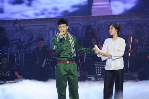 Nathan Lee hóa thành anh chiến sĩ trên sân khấu. - Tin sao Viet - Tin tuc sao Viet - Scandal sao Viet - Tin tuc cua Sao - Tin cua Sao