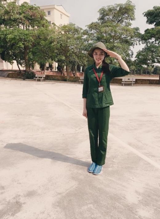 Hoa hậu Kỳ Duyên dù trong trang phục nào vẫn tôn lên đôi chân dài đáng mơ ước của mình. - Tin sao Viet - Tin tuc sao Viet - Scandal sao Viet - Tin tuc cua Sao - Tin cua Sao