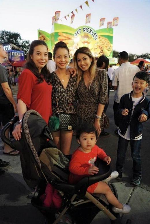 Jennifer Phạm đang vui vẻ cùng mẹ, em gái và hai con bên Mỹ. - Tin sao Viet - Tin tuc sao Viet - Scandal sao Viet - Tin tuc cua Sao - Tin cua Sao