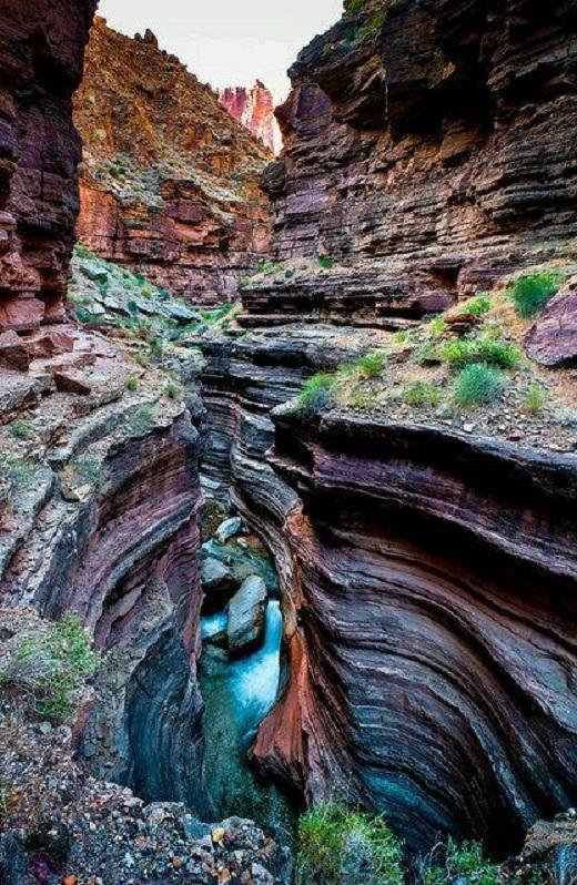 Vườn quốc gia Grand Canyon là một khu bảo tồn ở tiểu bang Arizona, Hoa Kì.