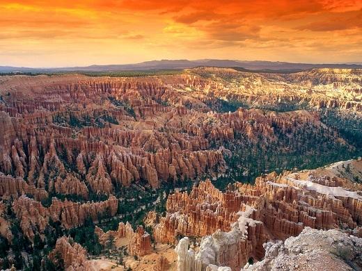 Vườn quốc gia Bryce Canyon tọa lạc tại miền Tây Nam Utah của Hoa Kì.