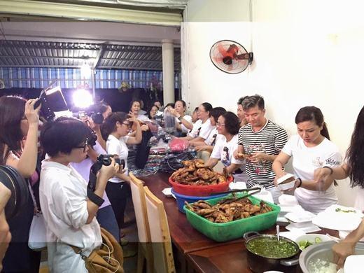 Tự tin với tay nghề nấu ăn, giám khảo Giọng Hát Việt lăn xả vào bếp cùng các fan. - Tin sao Viet - Tin tuc sao Viet - Scandal sao Viet - Tin tuc cua Sao - Tin cua Sao