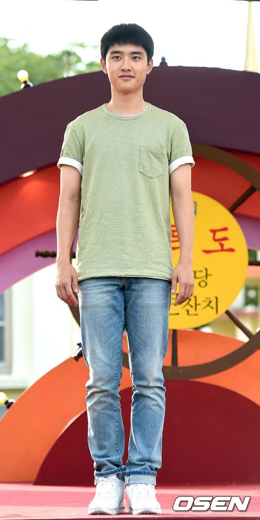 """""""Thôn nữ"""" Kim So Hyun rạng ngời bên """"trai quê"""" D.O."""
