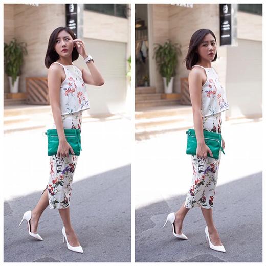 Phải thừa nhận rằng, dù không sở hữu chiều cao nổi bật hay thân hình lí tưởng nhưng sự kết hợp tinh tế giữa trang phục cùng những phụ kiện đi kèm hợp lí luôn giúp cô nàng tỏa sáng, thu hút.