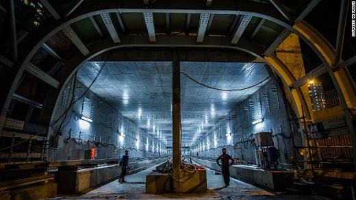 """Đường tàu điện ngầm Hồng Kông cũng là một công trình """"ma"""" dang dở. Vì bị bỏ hoang lâu năm nên sẽ rất nguy hiểm nếu vào đây khám phá."""