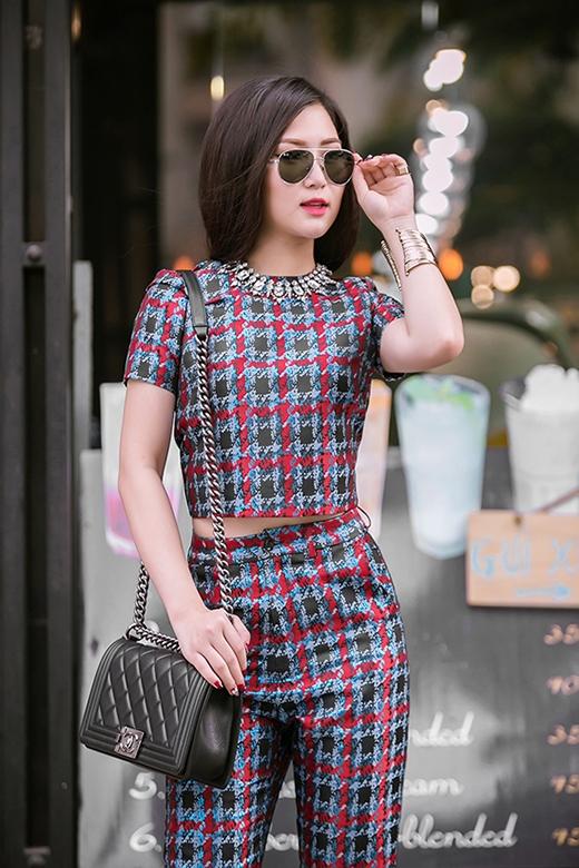 Cảm hứng thời trang hiện đại, trẻ trung hòa hợp sự nữ tính, gợi cảm là những điều mà Hương Tràm đang hướng đến và sẽ tiếp tục phát huy trong thời gian tới.