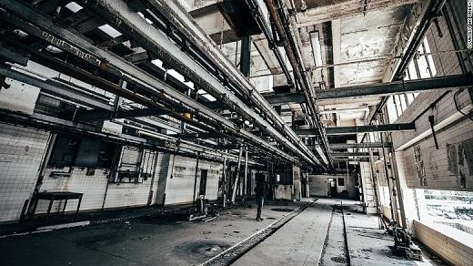 Được xây dựng vào năm 1969, lò mổ nằm trên đường Cheung Sha Wan là một trong ba lò mổ lớn nhất Hồng Kông. Lò mổ này đóng cửa vào năm 1999.