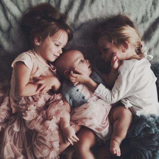 Không thể làm ngơ với khoảnh khắc trên cả tuyệt vời của anh chị em