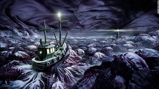 Nhìn xem! Con tàu dũng cảm vượt biển bắp cải trập trùng sóng to và đen như mực!