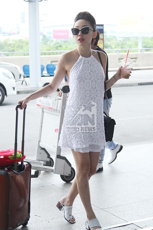 Do đến sân bay khá muộn nên giọng ca Ngày mai khá vội vã - Tin sao Viet - Tin tuc sao Viet - Scandal sao Viet - Tin tuc cua Sao - Tin cua Sao