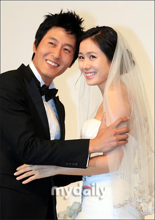 Người hâm mộ mong được nhìn thấy Son Ye Jin diện bộ váy cưới trong hôn lễ của mình thay vì trong buổi họp báo cùng bạn diễn.