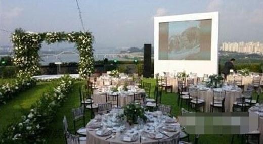 Những hình ảnh hiếm hoi trong hôn lễ của Bae Yong Joon và Park Soo Jin.
