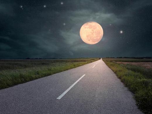 Nếu bạn chạy xe máy hoặc ô tô với tốc độ trung bình 95,6km/h, chỉ không đầy 6 tháng, bạn sẽ tới được Mặt Trăng.