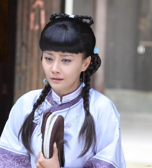 Thời điểm tham gia Đại A Hoàn, Mã Nhã Thư bị khán giả chê bai là 'bác gái cưa sừng làm thiếu nữ' khi vào vai nữ chính Tang Thái Thanh. Thậm chí bên cạnh dàn nữ phụ, nhan sắc của cô bị lép vế hẳn.