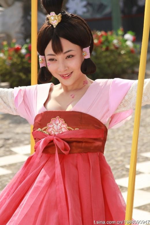 Ân Đào được giao rất nhiều vai mĩ nhân trên màn ảnh. Tuy nhiên nhan sắc của cô lại chỉ được chấm điểm ở mức trung bình giữa dàn sao nữ Hoa ngữ. Đặc biệt là khi vào vai Võ Tắc Thiên thời trẻ trong Võ Tắc Thiên Bí Sử.