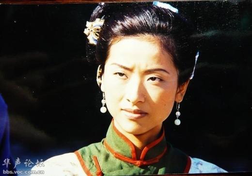 Trong phimLộc Đỉnh Ký (1998), Từ Hào Doanh vào vai Phương Di, một trong bảy bà vợ của Vi Tiểu Bảo. Tuy nhiên nhiều khán giả chê bai giữa dàn mĩ nhân rạng ngời khác thì Từ Hào Oanh quá kém sắc.