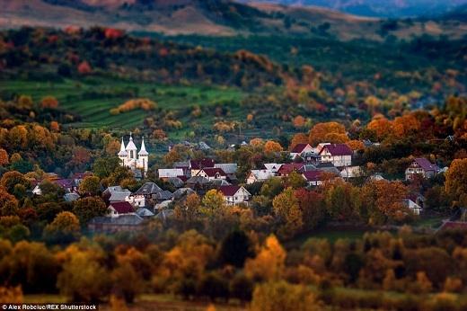 Transylvaniađược mệnh danh là trái tim củaRomaniavà nổi tiếng nhờ truyền thuyết vềDracula.