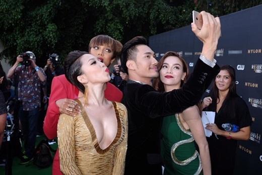 Bộ ba nghệ sĩ Việt Nam nhí nhảnh chụp hình cùng người phụ nữ quyền lực của làng thời trang thế giới. - Tin sao Viet - Tin tuc sao Viet - Scandal sao Viet - Tin tuc cua Sao - Tin cua Sao
