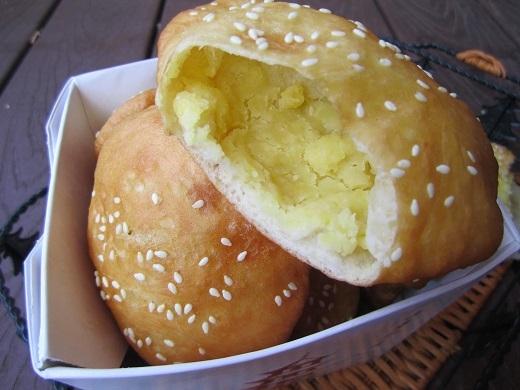 Bánh tiêu đậu xanh ở đường Đồ Chiểu.