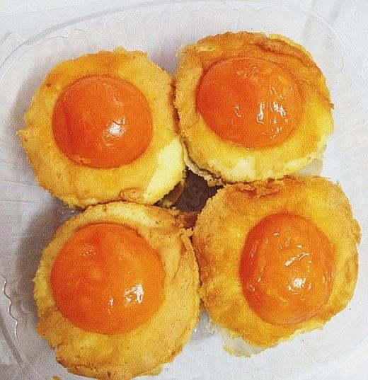 Bánh bông lan trứng muối ngon nhất chỉ có ở đường Nguyễn Thái Học.